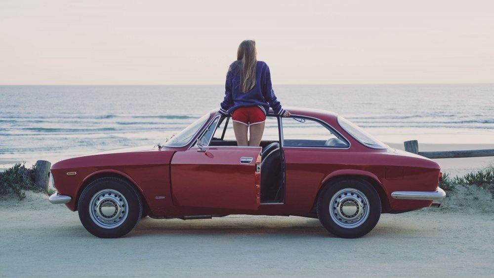 Alfa-Romeo-1300-GT-Junior-Side-View.jpg